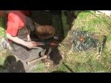 Дейв Бад кует нож, используя архаичные приемы